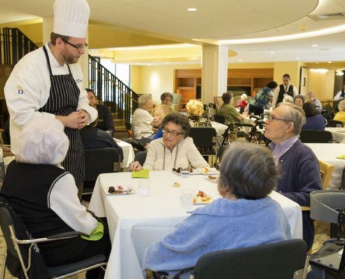 Residents enjoy kosher meals in the dining room.